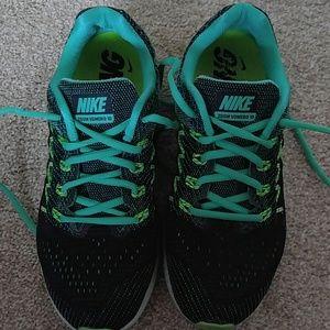 Women's size 8 nike sneakers